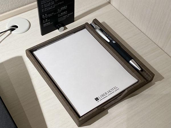 【リーベルホテルの部屋】メモ用紙とペン