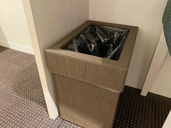 【リーベルホテルの部屋】デスク下のゴミ箱