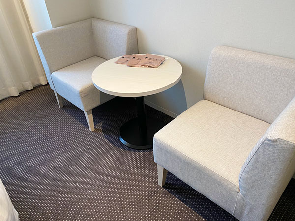 リーベルホテルのソファとテーブル