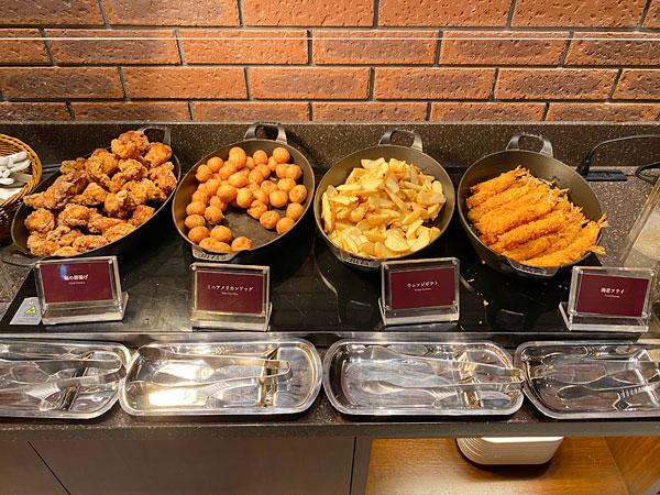 鶏の唐揚げ、ミニアメリカンドッグ、ウェッジポテト、海老フライ