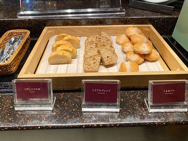 バゲットマラガ、シリアルブレッド、くるみパン