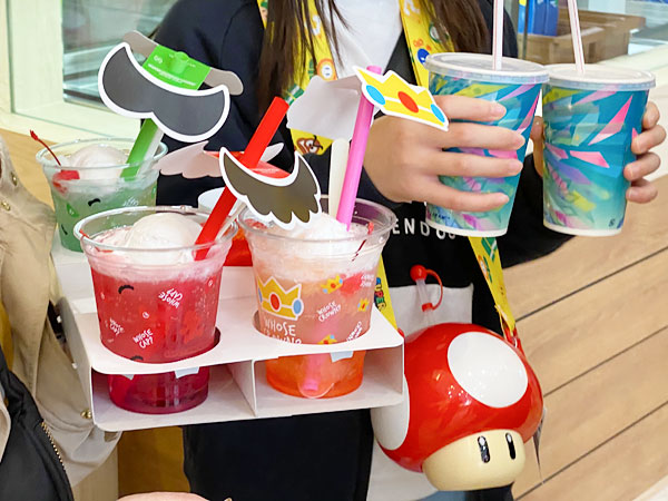 フルーツクリームソーダやスーパーキノコドリンクボトル