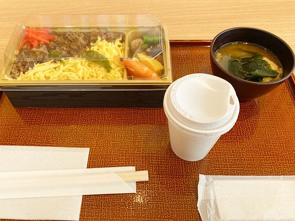 【シンギュラリホテル朝食】牛ちらし寿司セット