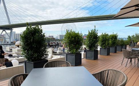 リーベルホテル朝食ブッフェ会場「ブリックサイド」のテラス席