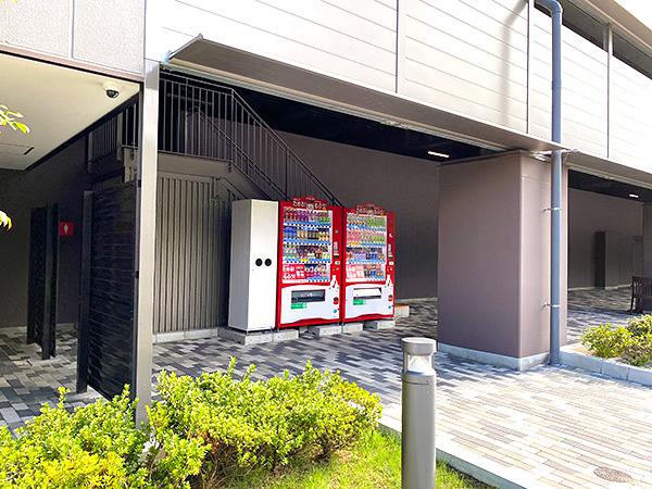 クインテッサホテル大阪ベイのシャトルバス乗り場(USJ側)にある自販機コーナー