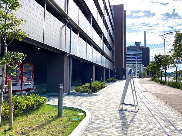 クインテッサホテル大阪ベイのシャトルバス乗り場(USJ側)奥にあるローソン