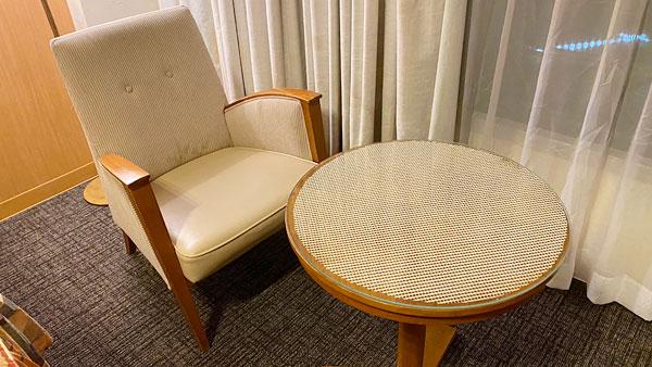 【ホテルシーガルてんぽーざん大阪】ソファとテーブル