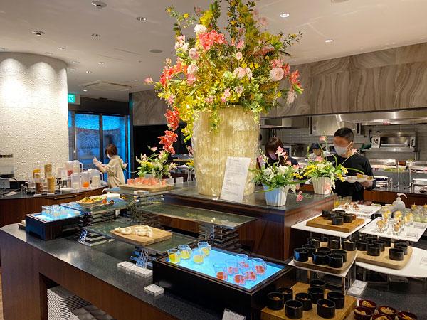 【クインテッサホテル大阪ベイの朝食ブッフェ】大きな花
