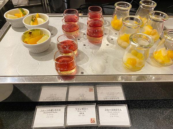 フルーツの盛り合わせ、ワインゼリー、フルーツカクテル【クインテッサホテル大阪ベイの朝食ブッフェ】