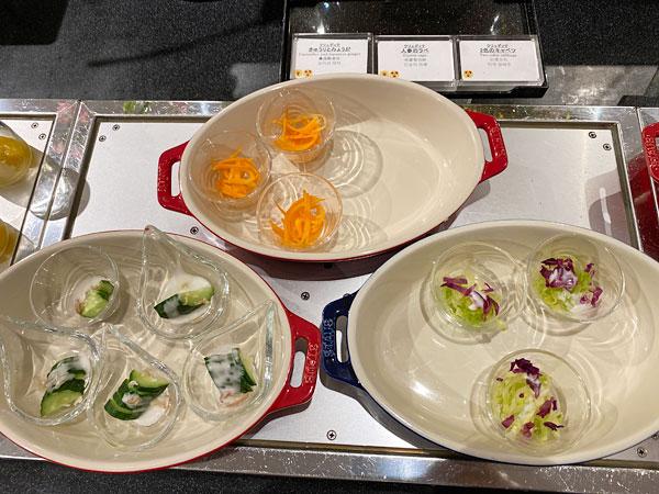 【クインテッサホテル大阪ベイの朝食ブッフェ】きゅうりとしょうが、人参のラベ、2色のキャベツ
