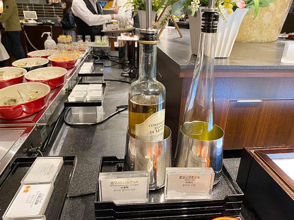 【クインテッサホテル大阪ベイの朝食ブッフェ】ホワイトバルサミコ、オリーブオイル