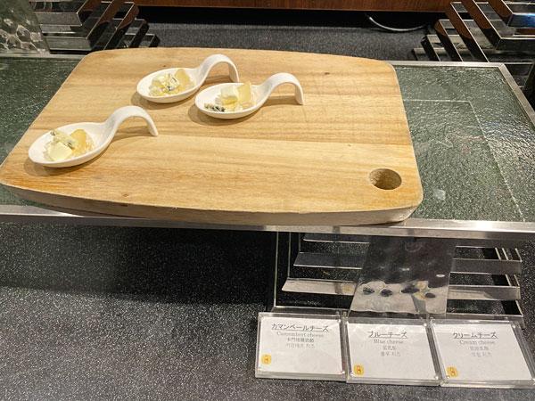 カマンベールチーズ、ブルーチーズ、クリームチーズ【クインテッサホテル大阪ベイの朝食ブッフェ】