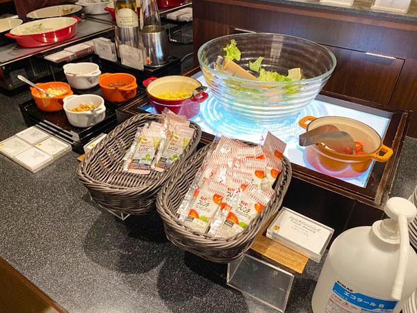 【クインテッサホテル大阪ベイの朝食ブッフェ】サラダコーナー