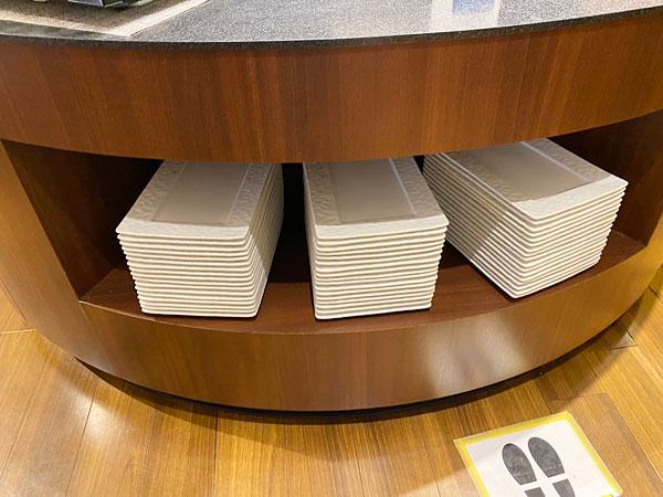 白の長方形の大皿【クインテッサホテル大阪ベイの朝食ブッフェ】