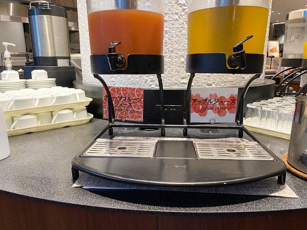 グレープフルーツジュース、アップルジュース【クインテッサホテル大阪ベイの朝食ブッフェ】