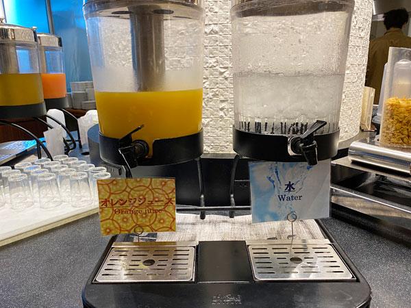 オレンジジュース、水【クインテッサホテル大阪ベイの朝食ブッフェ】