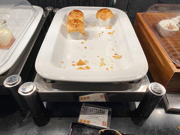 赤ワインと白味噌で煮込んだ牛すじ肉のパイ包み焼き【クインテッサホテル大阪ベイの朝食ブッフェ】