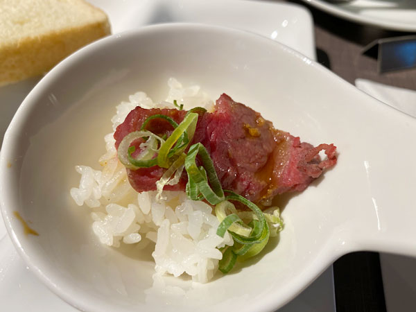 ローストビーフ丼【クインテッサホテル大阪ベイの朝食ブッフェ】