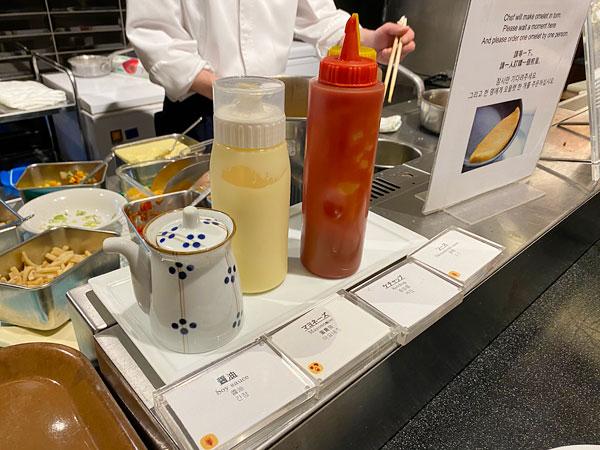 オムレツ用のソース【クインテッサホテル大阪ベイの朝食ブッフェ】