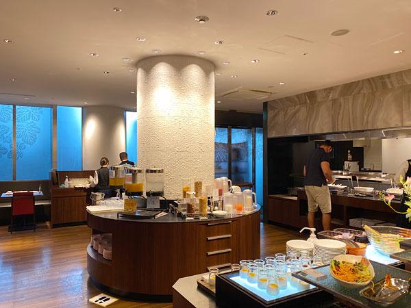 ドリンクやデザートコーナー【クインテッサホテル大阪ベイの朝食ブッフェ】
