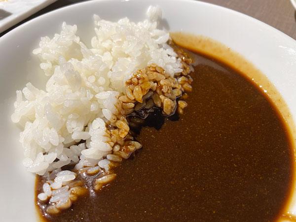 ブラックカレーとライス【クインテッサホテル大阪ベイの朝食ブッフェ】