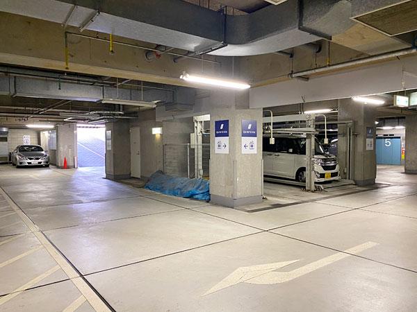 クインテッサホテル大阪ベイの地下駐車場