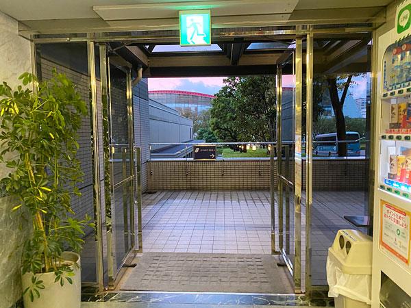 ハイアットリージェンシー大阪立体駐車場の出入り口