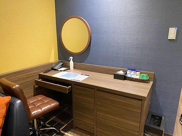 【クインテッサホテル大阪ベイ】部屋のデスク