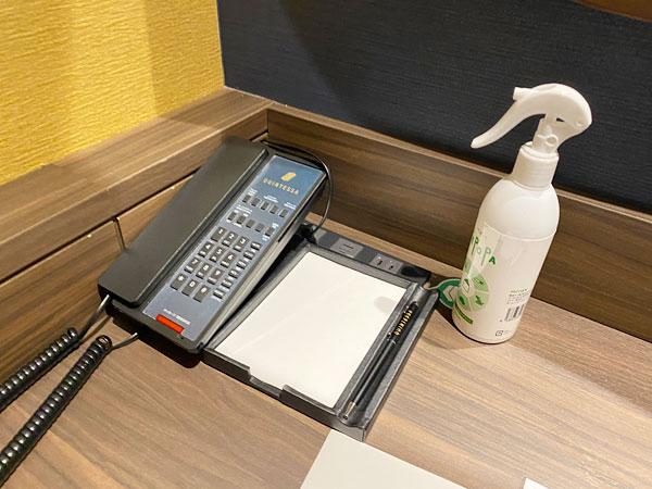 【クインテッサホテル大阪ベイ】内線電話、メモ帳、消臭スプレー