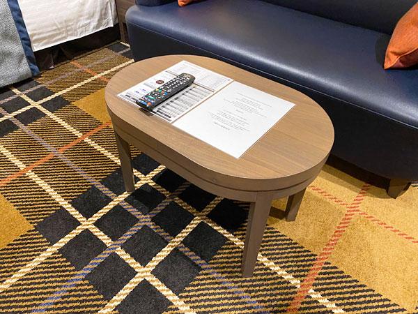 【クインテッサホテル大阪ベイ】部屋のテーブル