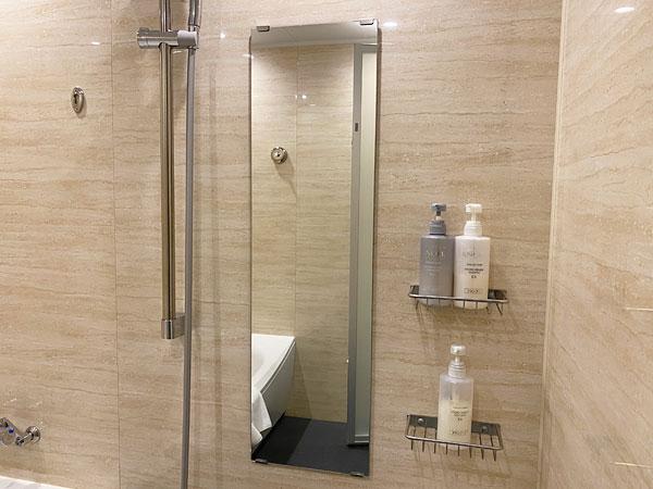 【クインテッサホテル大阪ベイ】浴室の鏡やシャワー
