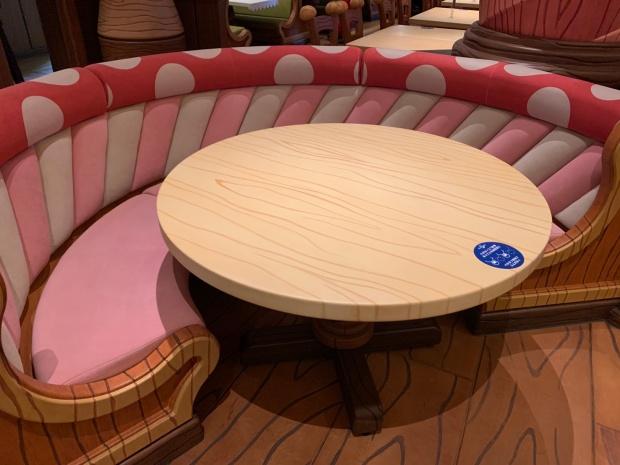 キノピオカフェのテーブル