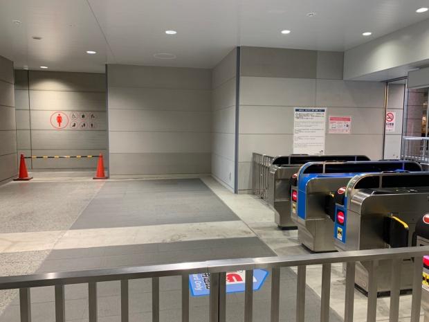 ユニバーサルシティ駅の改札
