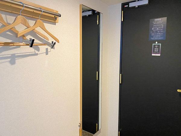 【ABホテル堺東】入口付近の全身鏡
