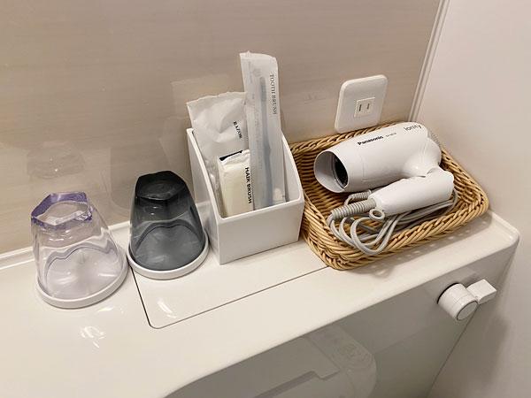【ABホテル】洗面台横に備えられている一式
