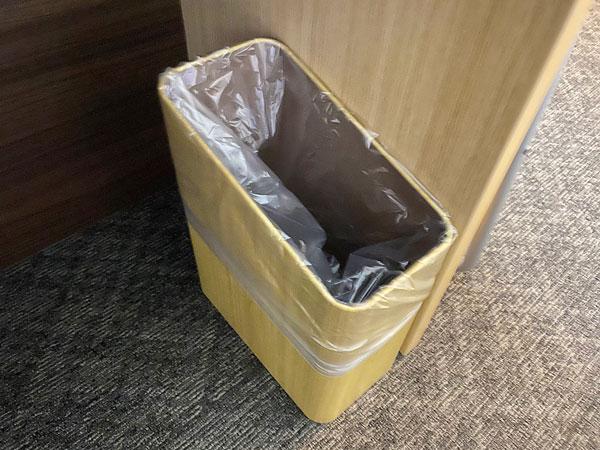 【ABホテル堺東】デスク足元のゴミ箱