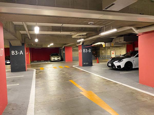 ホテル日航大阪駐車場内の写真