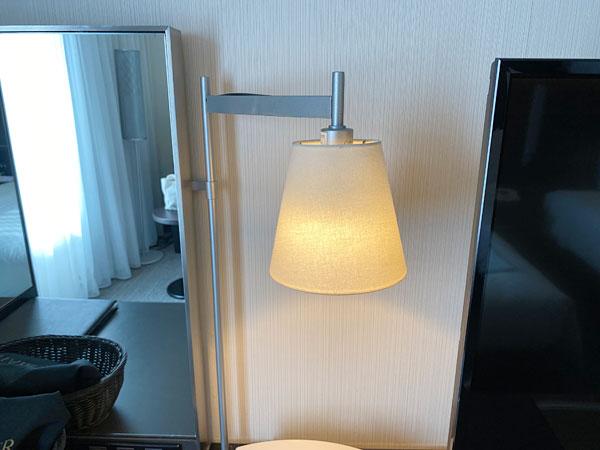 ホテル日航大阪のデスクライト