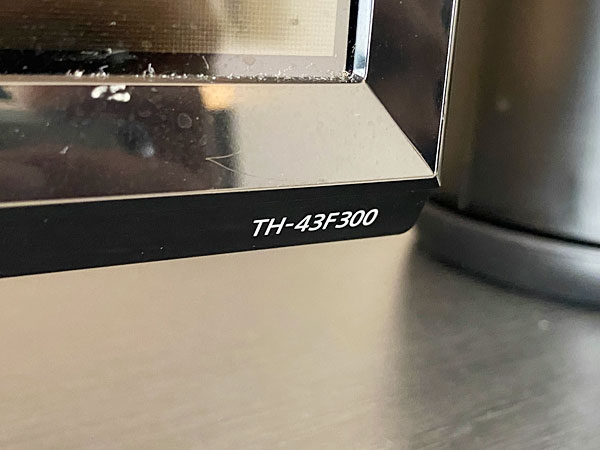 ホテル日航大阪のテレビの型番TH-43F300