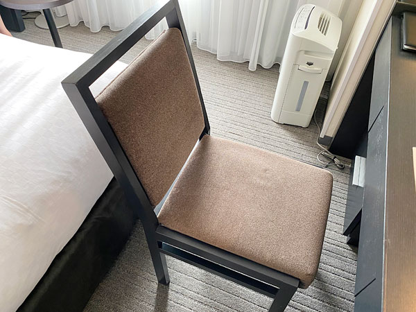 ホテル日航大阪の部屋の椅子