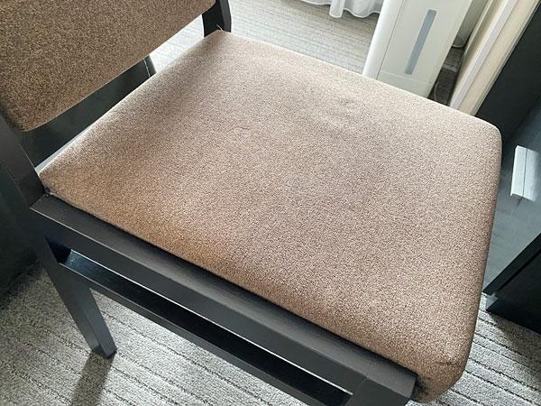 ホテル日航大阪の部屋の椅子のアップ写真