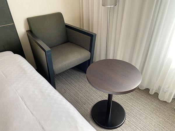 ホテル日航大阪のソファとテーブル