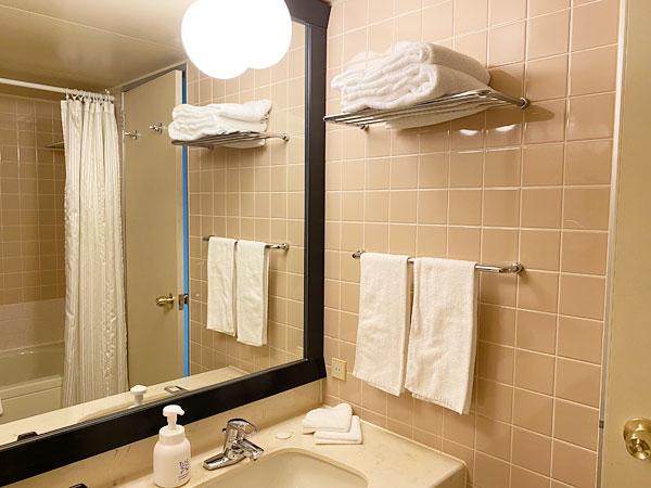 ホテル日航大阪の洗面所とタオル3種類