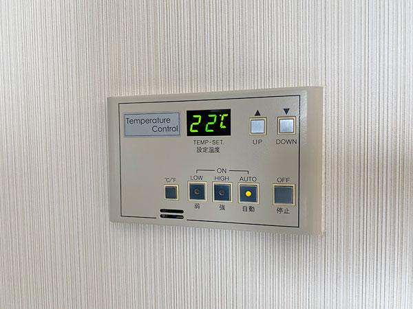 ホテル日航大阪の壁埋め込みエアコンリモコン