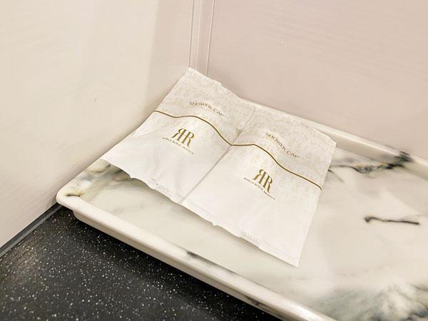 リーガロイヤルホテル大阪のアメニティ(シャワーブースのほうのシャワーキャップ)