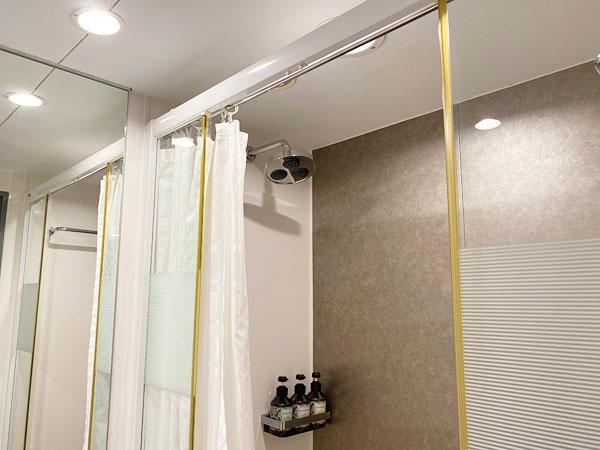 シャワーブースのシャワーカーテン(リーガロイヤルホテル大阪)