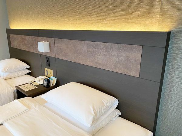 ベッドとヘッドボード(リーガロイヤルホテル大阪)
