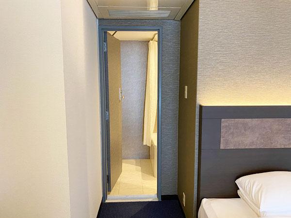 奥の浴室&洗面所入り口(リーガロイヤルホテル大阪)