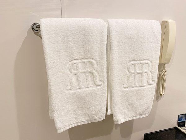 奥の洗面所のバスタオル(リーガロイヤルホテル大阪)
