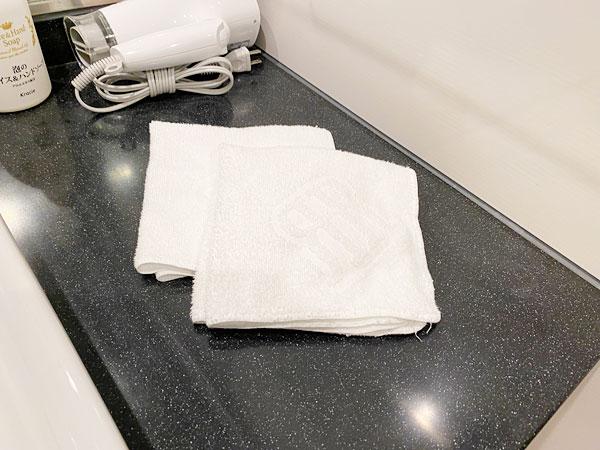 奥の洗面所のハンドタオル(リーガロイヤルホテル大阪)